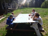 U stolku na slunicku jsme chlapce poucili o novackovske zkousce