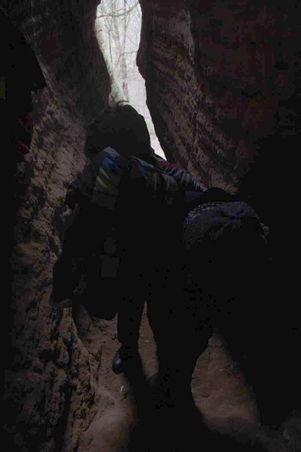 V portálové jeskyni většina volí jednoduchou cestu