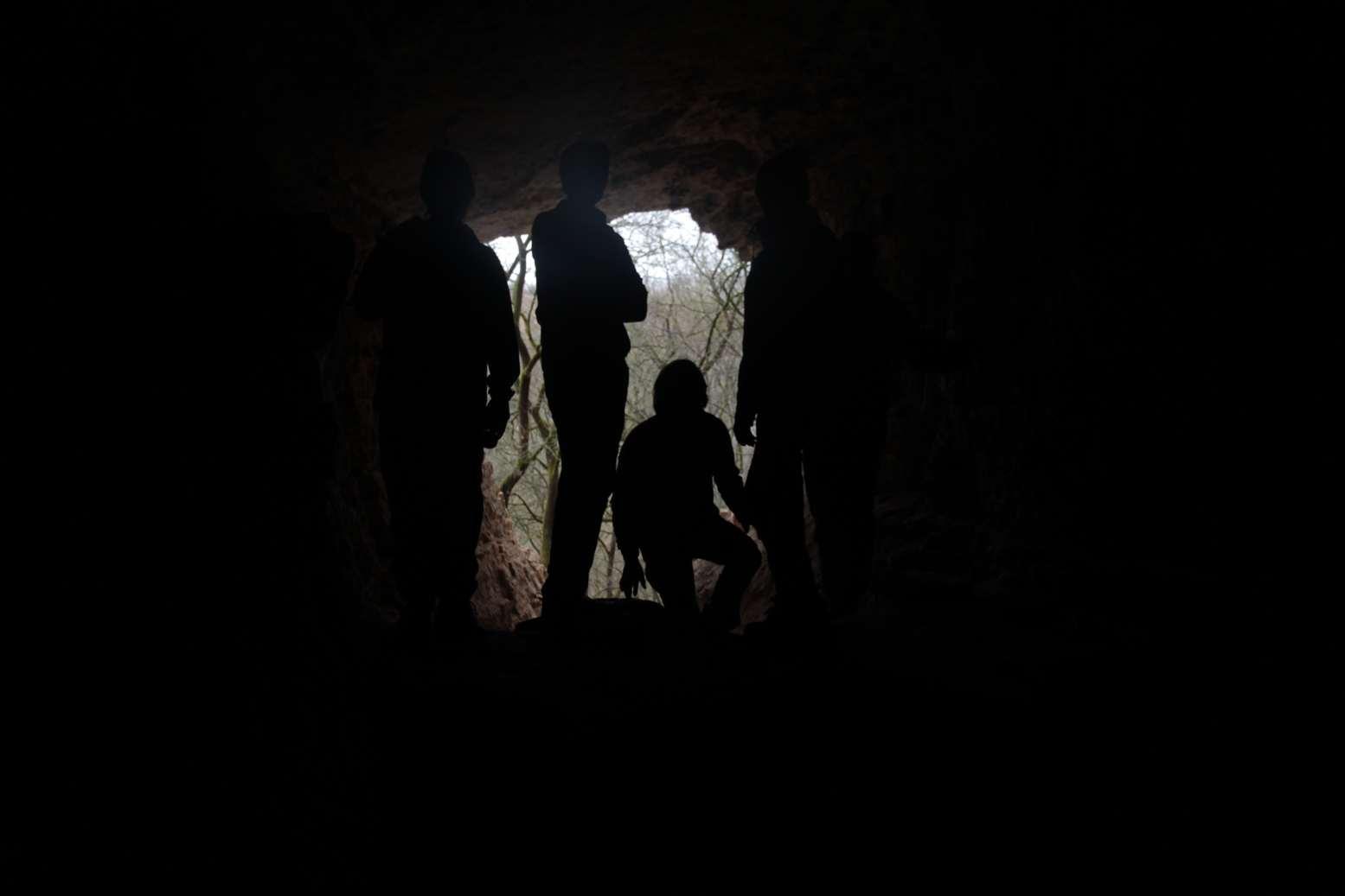 A užje tady taky, siluetka našich mladých jeskyňářů
