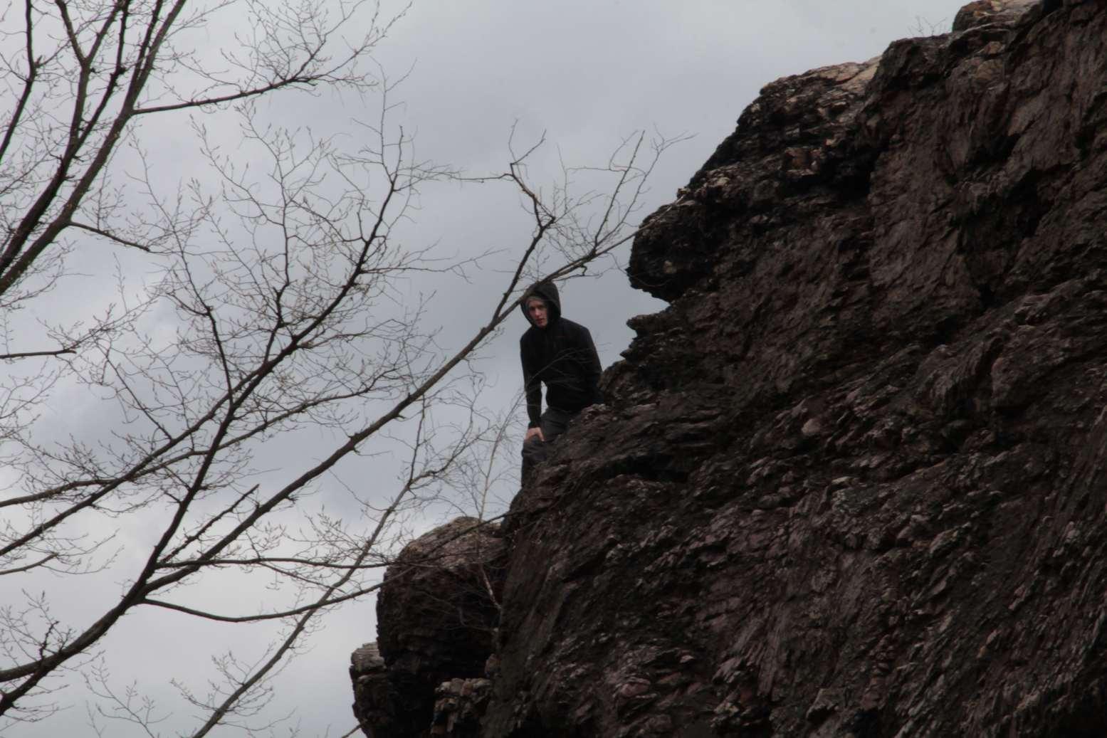 Zatímco mi staří a zkušení lezeme po skalách, mladší odpočívají