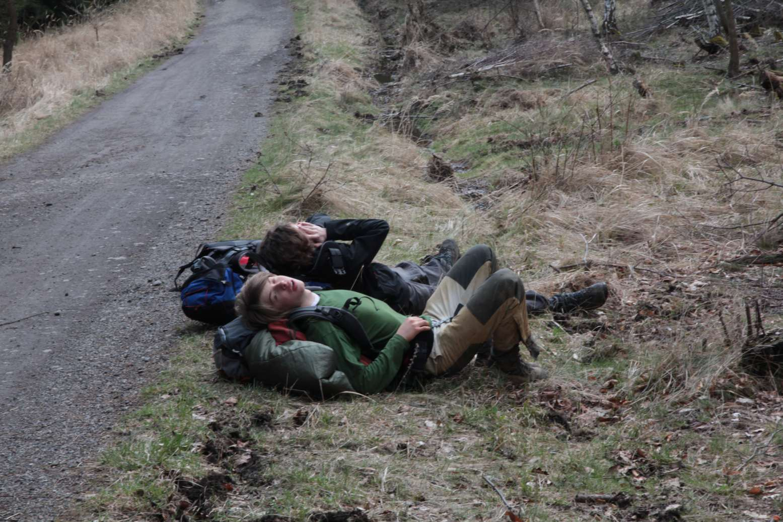 Každá volná chvilka po cestě se musí využít k odpočinku