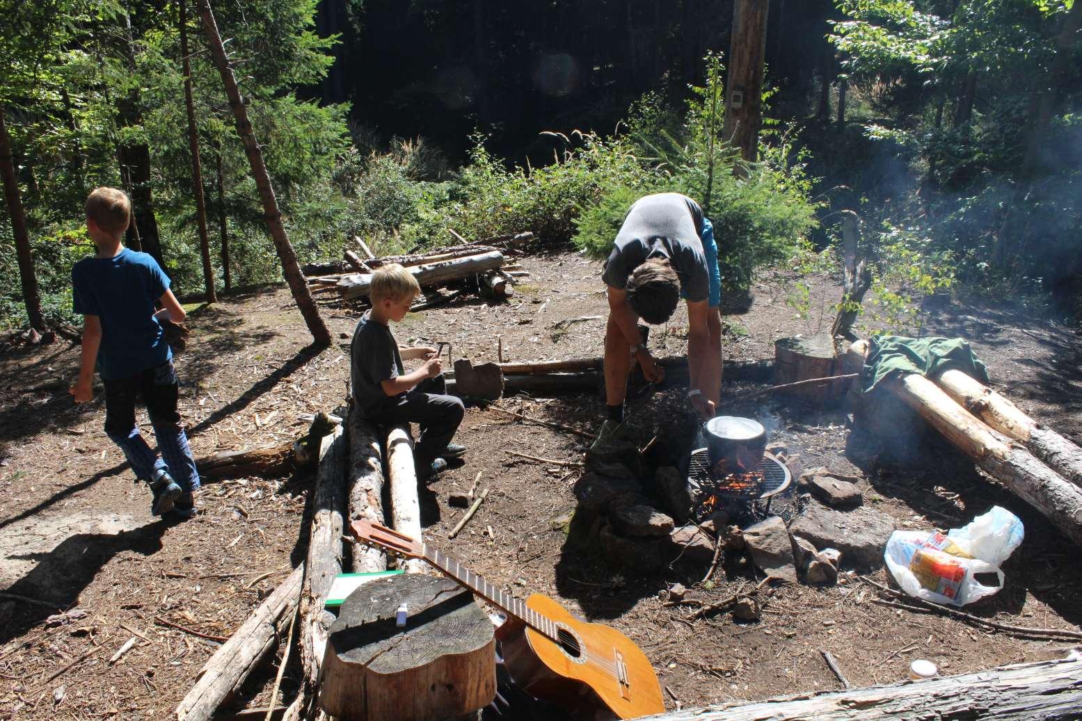 Pohodicka na taboristi pri vareni