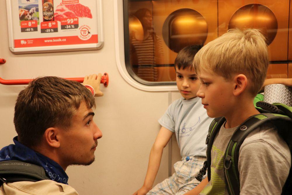Skřet už v metru začíná s vychováváním našich vlčat