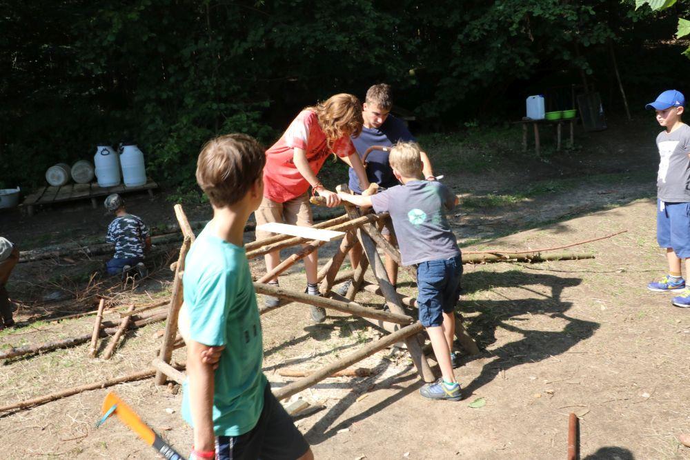 Práce v dřevárně je záležitostí věech generací